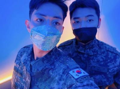 CNBLUEイ・ジョンシンとカン・ミンヒョクが今日最後の休暇後、復務せずにそのまま除隊!